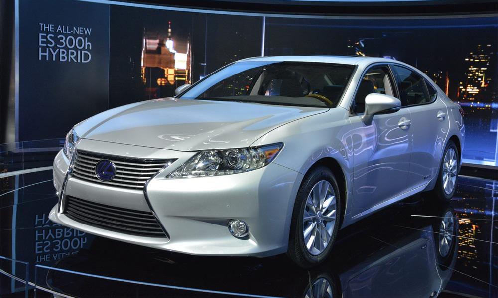 Lexus ES. Toyota Camry в дорогом костюме