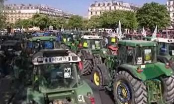 Французские фермеры перекрыли центр Парижа тракторами