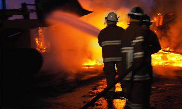 В Алма-Ате из-за ДТП с бензовозом сгорело 9 машин и несколько квартир