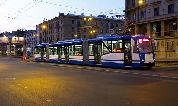Трамваи оборудуют подсветкой выходящих пассажиров