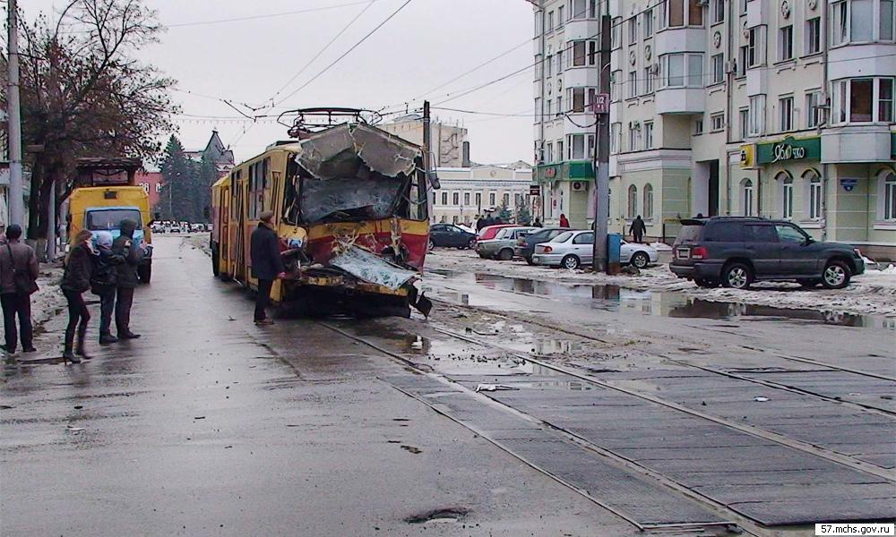 Трамвай с отказавшими тормозами протаранил 9 машин