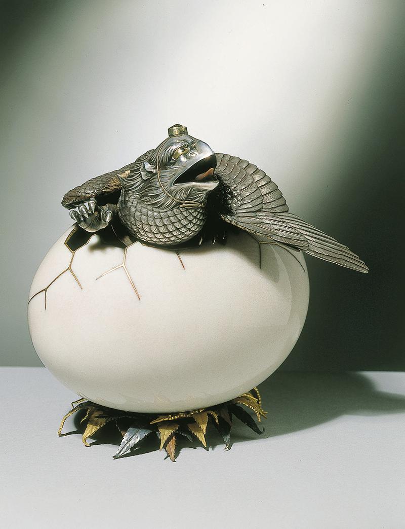 Курильница. Япония, около 1885 Изготовлена в мастерской Намикавы Сосукэ. Медь, сплавы сякудо и сибуити, бронза, серебро, золото; эмаль, золочение, литье, резьба, чеканка.