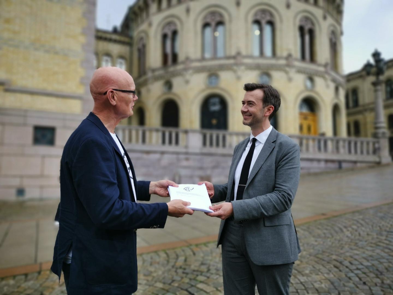 Кьелл Уве Хвединг с норвежским депутатом