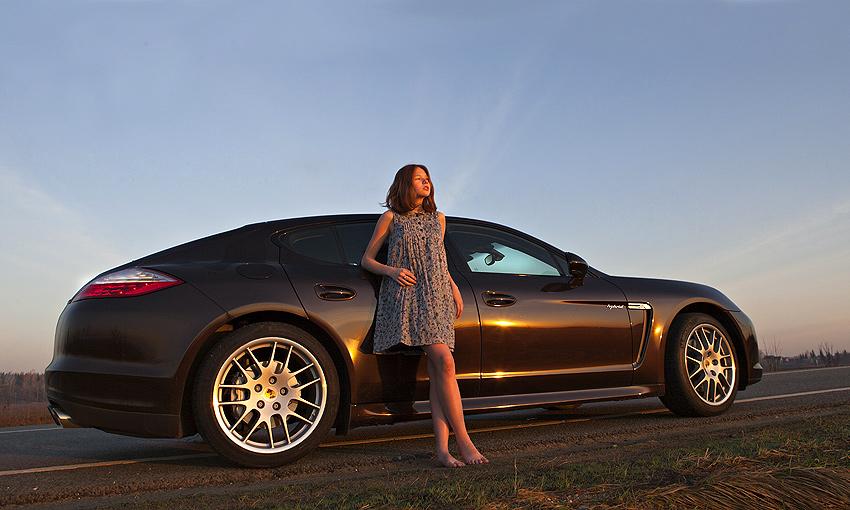 Необычный тест: девушка-фотограф и гонщик за рулем «зеленого» Porsche