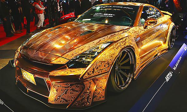 Стразы, золото, винил: что показали на тюнинг-шоу в Токио