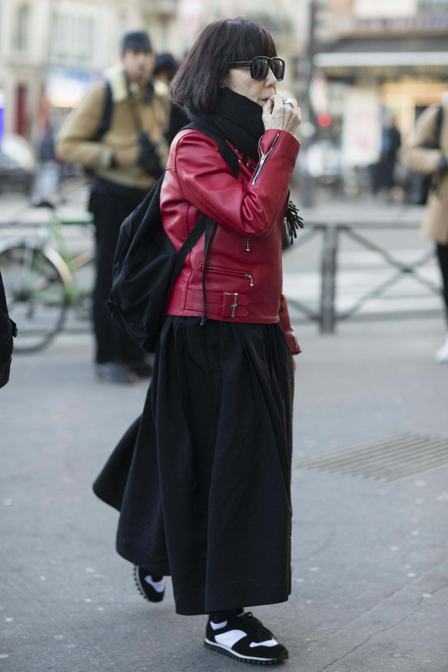 Креативный директор Comme des Garçons Рей Кавакубо перед парижским показом Гоши Рубчинского, январь 2016