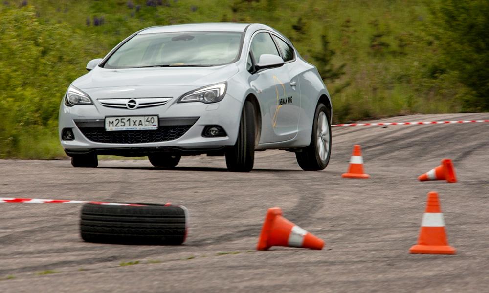 Как стать гонщиком на один день. Тест-драйв Opel Astra GTC
