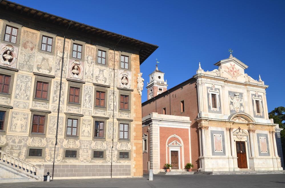 Здания на площади Деи-Кавальери в Пиза