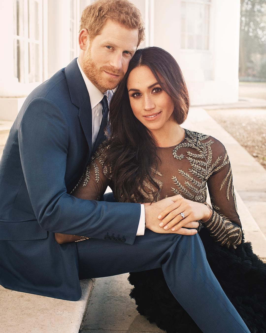 Меган Маркл в платье Ralph Russo во время объявления о помолвке с принцем Гарри