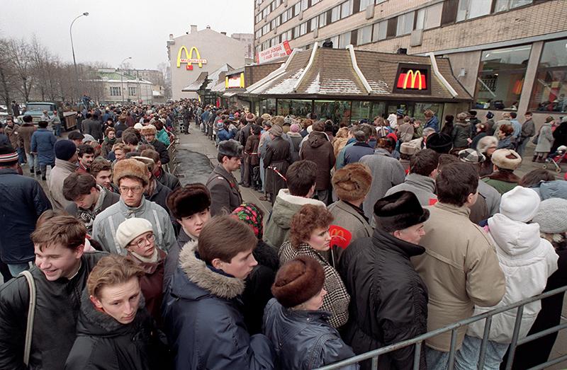 Открытие первого ресторана сети 31 января 1990 года