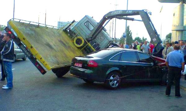 Что делать, если машину повредил эвакуатор