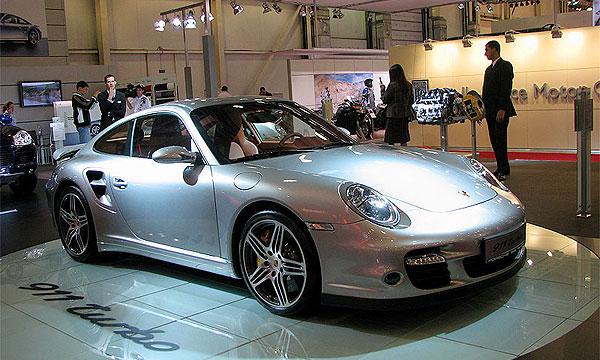 Porsche представила на Московском автосалоне 911 Turbo и Cayman