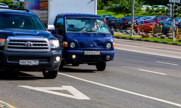 Специальные табло предупредят водителей о камерах на выделенных полосах