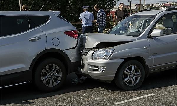 Страховщики попросили Верховный суд защитить их от «автоюристов»