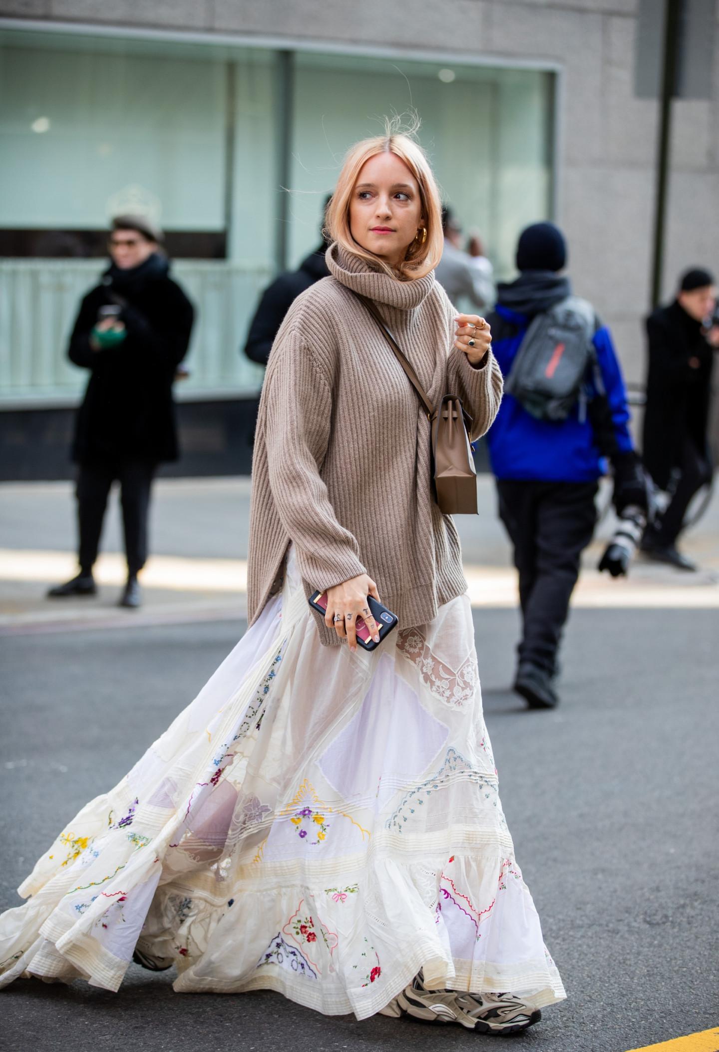 Сочетание платья со свитером