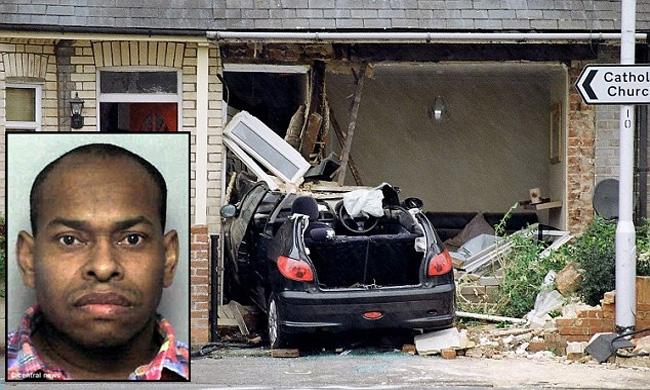 Житель Великобритании выпил антифриз и въехал на машине в стену дома своей бывшей подружки