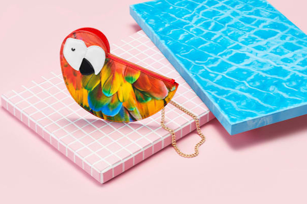 Клатч в виде попугая, знаменующий выход коллекции Swarovski Tropical