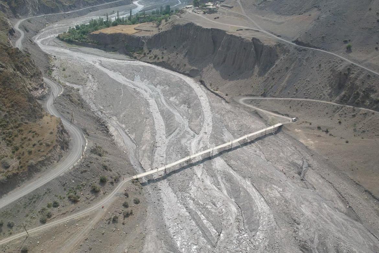 Подвесной мост через реку Ахтычай