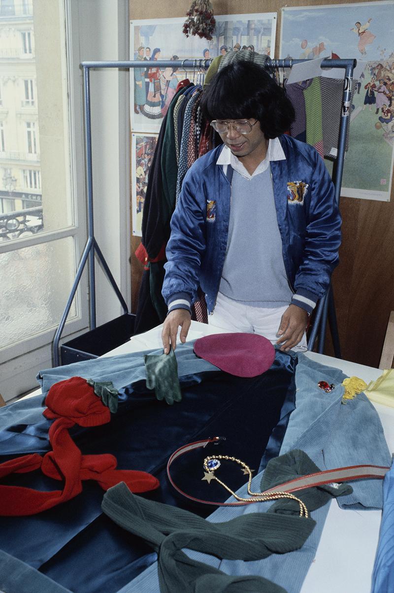 Кензо в своей парижской мастерской
