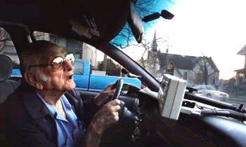 Пожилой водитель направил автомобиль в толпу людей