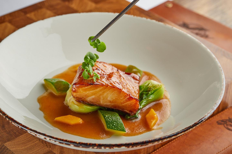 Обожженное суши из теши лосося