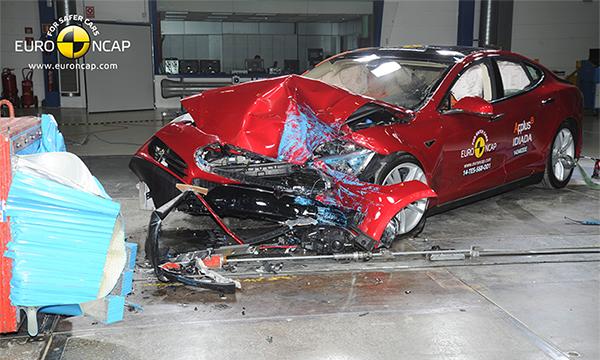 Tesla Model S набрала 5 звезд по результатам краш-теста