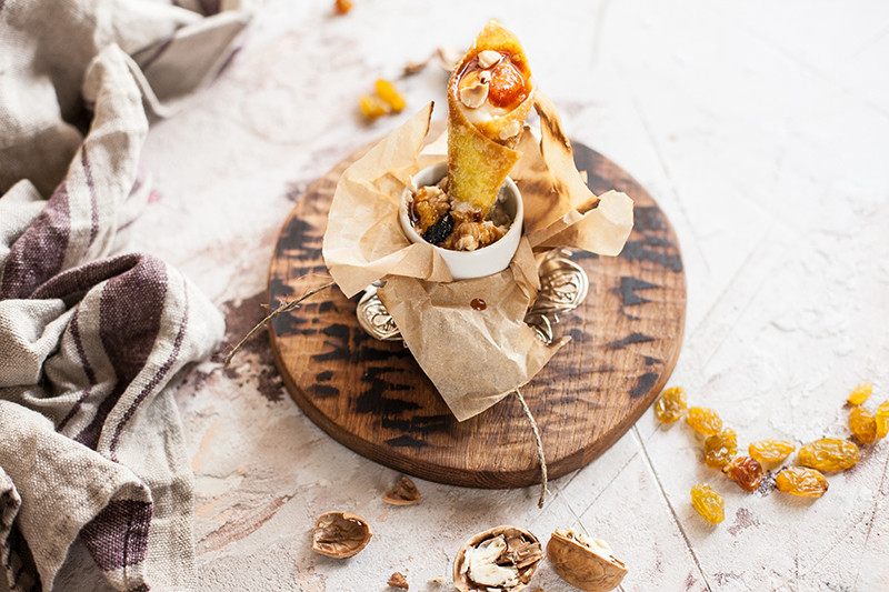 Десерт: Надуги с апельсином и карамелью