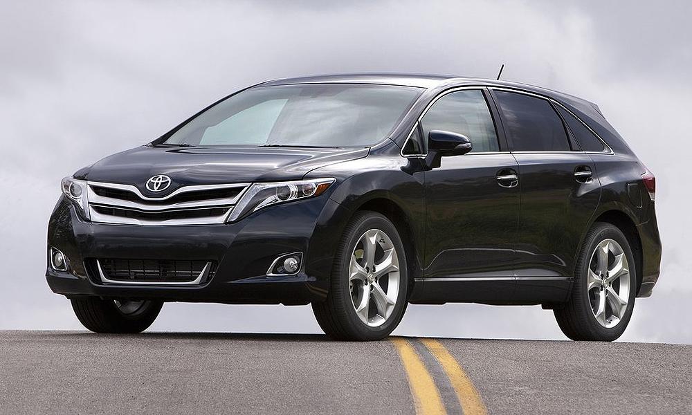 Toyota объявила рублевые цены на кроссовер Venza