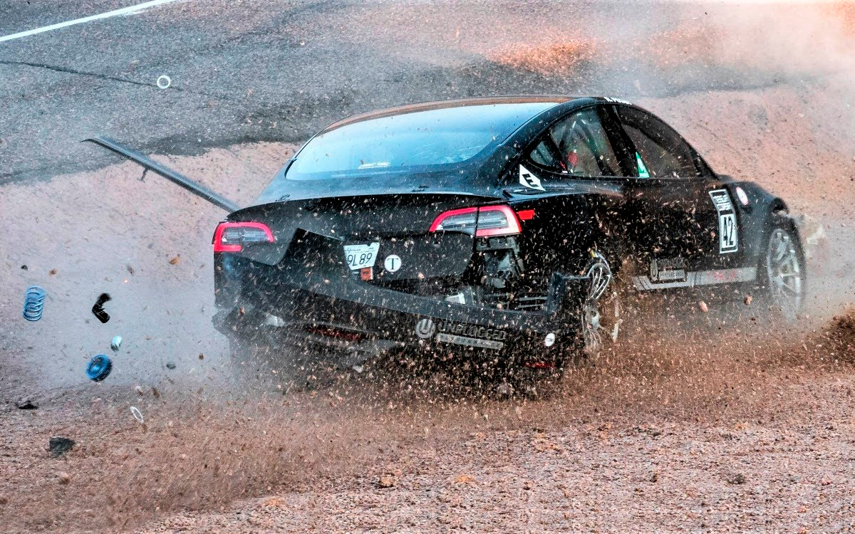 Video: Tesla Model 3 crashed before the race on the mountain Pikes-Peak