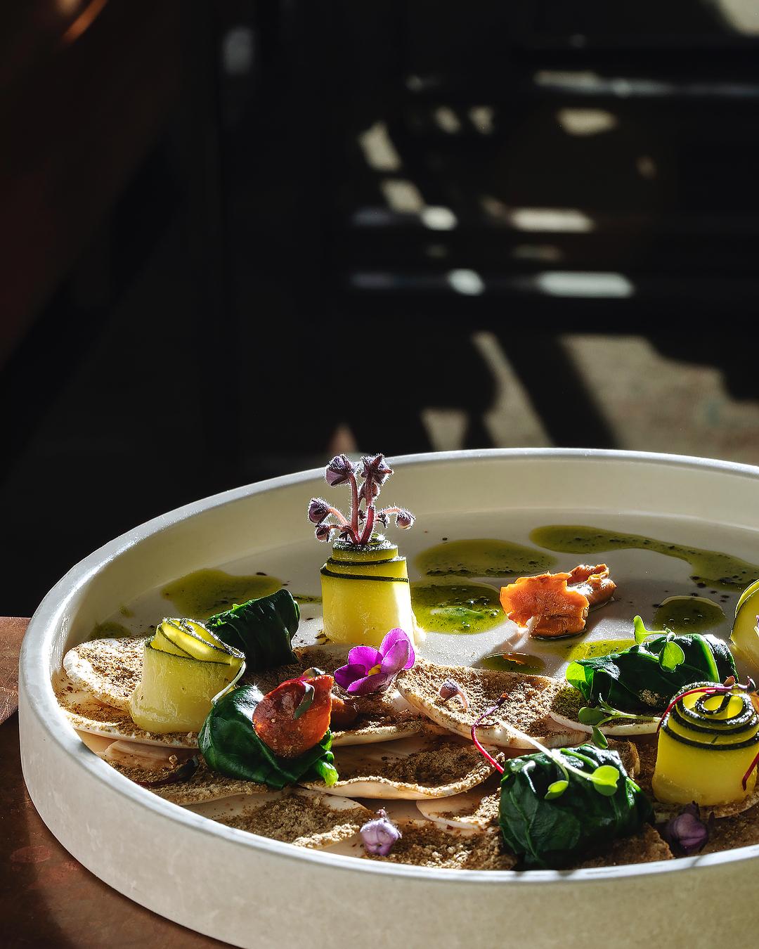 Карпаччо из грибов с трюфельным маслом и слайсами цукини