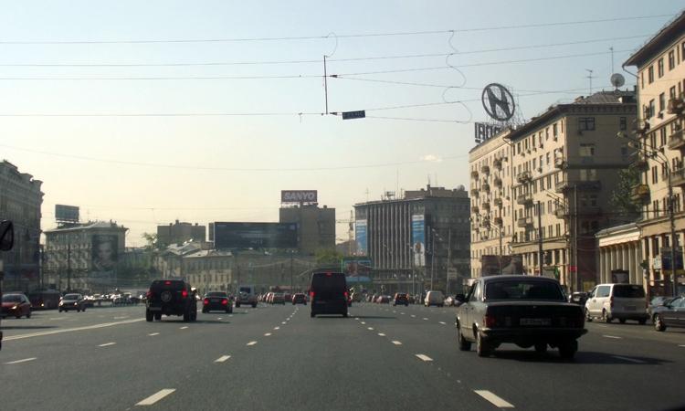 На дорогах в центре Москвы появятся металлические ограждения