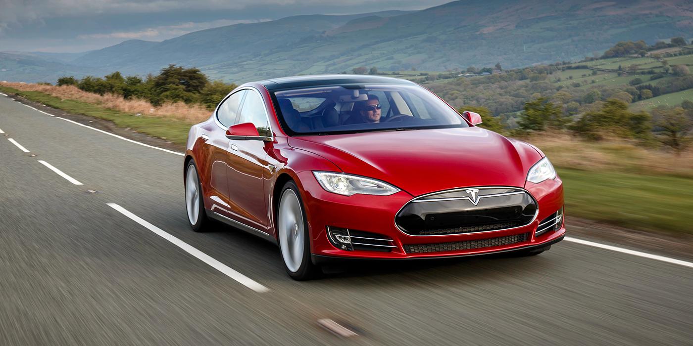 «Ассистент вождения». Как Tesla лишилась автопилота
