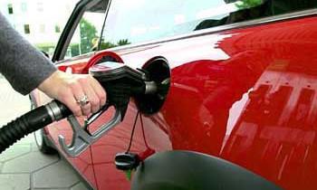 Средняя цена на бензин в России выросла до 16,45 руб./л