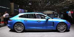 Panamera Sport Turismo – первый универсал в истории Porsche. Объем багажника в сравнении с хэтчбеком вырос незначительно – с 495 до 520 литров. Но стал более удобным за счет низкого проема и складывающихся спинок заднего дивана. Начальный вариант предлагают с 330-сильным мотором и полным приводом.