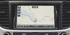 Помимо навигации TomTom с картами HERE, на дисплей корейского седана можно вывести карты Google со смартфона.