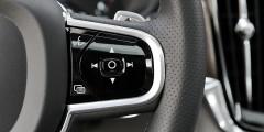 Немногочисленные физические кнопки выглядят современнее, чем на BMW