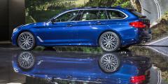 Универсал BMW 5-Series стал крупнее и вместительнее машины предшествующего поколения: багажник увеличился с 560 до 570 литров. Со сложенными задними сиденьями багажное пространство выросло до 1700 литров. Пятая дверь уже в базовом оснащении предлагается с электроприводом, а ее заднее стекло можно поднимать отдельно. В отличие от седана, универсал оснащается задней пневмоподвеской, поддерживающей дорожный просвет вне зависимости от нагрузки. Механической коробкой передач оснащается только базовая версия с 2,0-литровым дизелем, а всем остальным положена восьмиступенчатая АКП.
