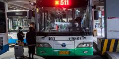 25 марта в Ухане частично возобновлено автобусное сообщение. Пассажиры должны носить маски ипроходить проверку температуры перед тем, как сесть в автобусы и метро