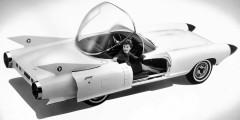 Cadillac Cyclone  Cadillac Cyclone был построен между двух «ракет». Cпереди в конусах-обтекателях располагались радары системы, предотвращавшей столкновения. Причем, она не только предупреждала водителя, но и могла самостоятельно тормозить. Кроме того, Cyclone мог двигаться на автопилоте, но по специально оборудованной трассе. Это был последний концепт, созданный в GM под руководством Харли Эрла.