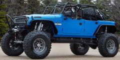 Jeep Wrangler Blue Crush 2011  Монстр Wrangler Blue Crush, показанный в 2011 г., совмещал умение ехать по бездорожью на большой скорости с умением карабкаться по валунам. Четырехдверную версию оснастили лифтованной подвеской с байпасными амортизаторами и 39-дюймовыми шинами. Пассажиров при возможном переворачивании защищал мощный трубчатый каркас. Под капот установили 540-сильный V8 HEMI.