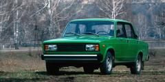 В начале 2000-х самыми популярными автомобилями в России продолжают оставаться «Жигули» классического семейства, прямые наследники Fiat-124 конца 1960-х. За 2100 долларов, которые просили за седан ВАЗ-2105, можно было купить два десятка Nokia 3110. Производство сверхдешевой модели свернут только в 2010 г., а спустя два года уйдут на покой седан 2107 и универсал 2104. За пять лет доля российских автомобилей в общих продажах снизится с 90 до 50% – спрос на иномарки растет.