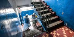 Медики после взятия анализа на коронавирус на дому, Владивосток