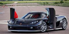 Koenigsegg CCX 11  Помимо личного противостояния на футбольном поле, Роналду и Месси являются соперниками в коллекционировании дорогостоящих автомобилей. Несмотря на то, что самый дорогой спорткар в мире достался аргентинцу, португалец может похвастать более обширным автопарком, который на данный момент уже насчитывает 19 машин. Особым предметом гордости является Koenigsegg CCX 11, разгоняющийся до «сотни» за три секунды. Заплатить за это удовольствие Роналду пришлось около 400 тыс. евро.