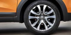Колеса у XRAY Cross исключительно 17-дюймовые, диски литые. Думается, что подбор на зиму недешевых шин с редкой размерностью 215/50 R17 может быть затруднением.