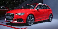 Обновленный Audi RS3 стал самым быстрым и самым мощным «заряженным» хэтчбеком. Турбомотор 2,5 форсирован до 400 л.с. и 480 Нм - это на 33 л.с. и 15 Нм больше, чем у предшествующей модели. Время разгона улучшилось на 0,2 с: теперь «сотню» с места автомобиль набирает за 4,1 секунды. В списке опций есть полуавтономная система вождения, тормозные диски диаметром 310 мм и 705-ваттная аудиосистема.