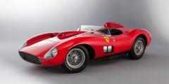 Ferrari 335 S Spider Scaglietti  Еще один ценитель дорогих автомобилей — аргентинец Лионель Месси — недавно стал обладателем Ferrari 335 S Spider Scaglietti 1957 года выпуска. Машина обошлась футболисту в 32 млн евро, а его основным конкурентом в борьбе за лот стал Криштиану Роналду. Спорткар, поставивший в свое время рекорд круга на гонках «24 часа Ле-Мана», способен разгоняться до 300 км/ч, и при этом у него отсутствуют ремни безопасности.