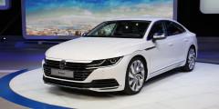 Пятидверный хэтчбек Volkswagen Arteon пришел на смену купеобразному Passat CC и это первая модель в новой стилистике немецкой марки. Автомобиль оснащается новым мотором 1,5 TSI Evo мощностью 150 л.с., полноприводная топ-версия с 2,0-литровой «четверкой» развивает 280 лошадиных сил. В обширном списке опций есть продвинутые системы безопасности: автомобиль перестроится на обочину и включит аварийку, если водитель уснул.