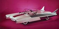 Ford FX-Atmos  Бутафорские сопла реактивных двигателей, плавники, прозрачный колпак – таким представляли автомобиль будущего американские дизайнеры. За штурвалом концепта Ford FX-Atmos, показанного в 1954 г. в Чикаго, позировала знаменитая фотомодель Бетти-Пейдж. Водитель, сидел по центру, а на экране радара перед ним отображалась дорожная информация. Дизайнер машины Ричард Арбиб проектировал часы, лодки и рисовал футуристические обложки для журналов.