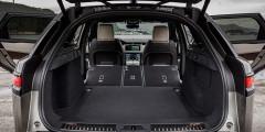Багажник глубокий и вместительный, при сложенных спинках его объем увеличивается до 1731 литра. В подполье расположилась докатка.