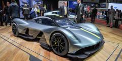 Aston Martin Valkyrie  Гиперкар, который Aston Martin разрабатывает совместно с гоночной командой Red Bull, будет изготовлен в количестве 175 экземпляров, включая 25 сугубо гоночных машин. И все они фактически распроданы еще до появления серийного автомобиля. Двигатель V12 объемом 6,5 л развивает около тысячи лошадиных сил и агрегатируется с семиступенчатой коробкой передач. Масса машины не превысит одной тонны.